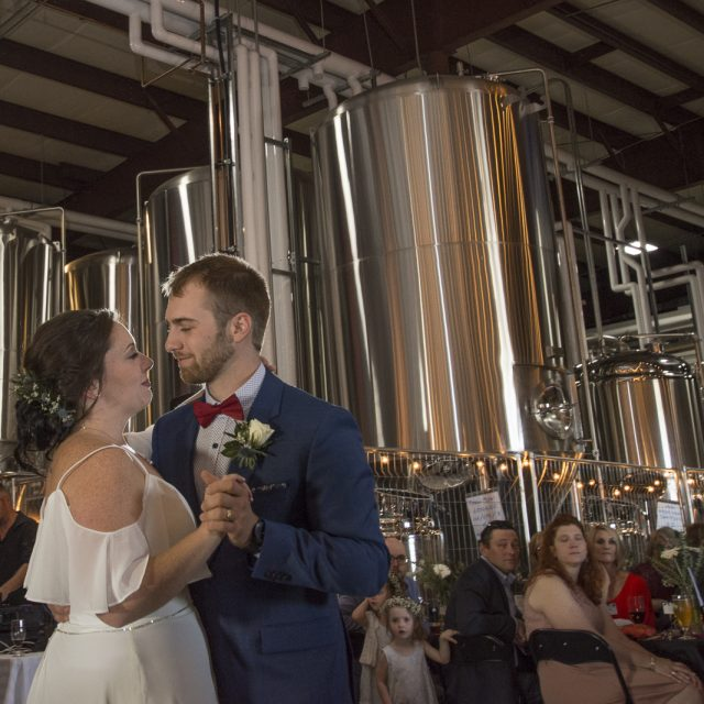 Kim&Ben_Wedding_SleepingGiantBrewery_DanGarrityMedia_089