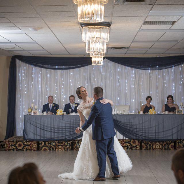 Nicole&ANdrew_WeddingDanGarrityMedia_335